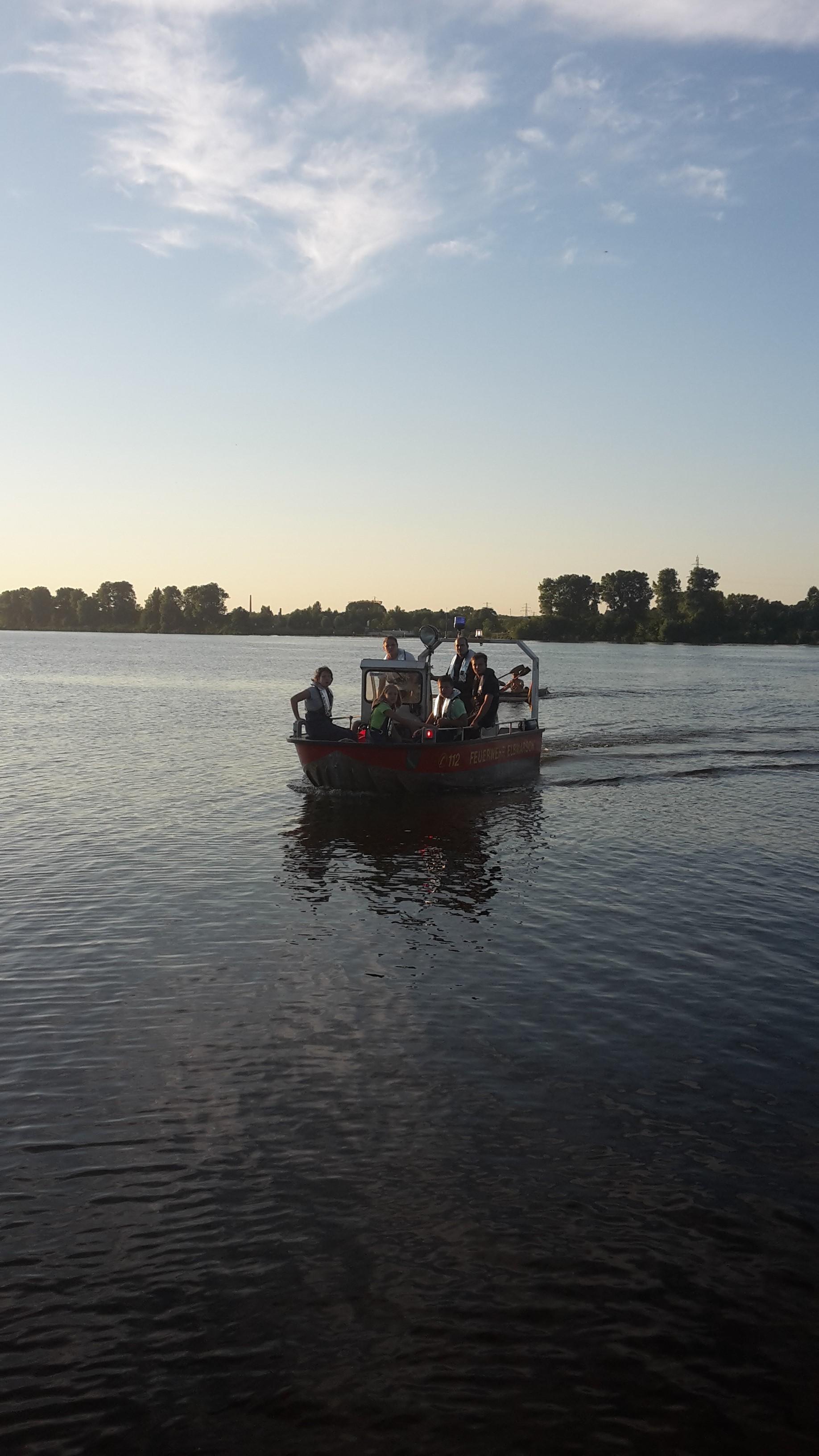 Die JF auf der Elbe...